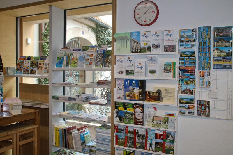 Auswahl an Prospekten, Flyern und Ansichtskarten